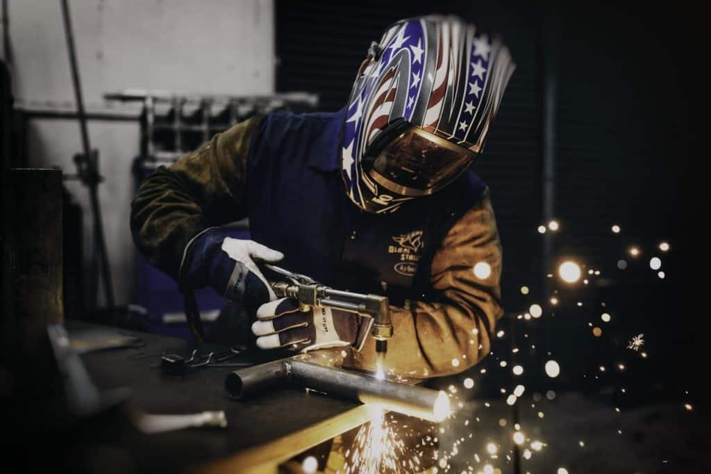 The Best Welding Helmet Under $100 In Review [2021]